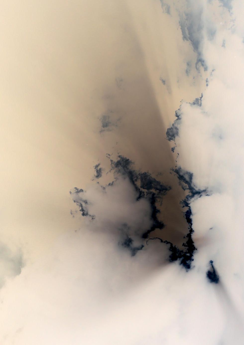 Clamshell Cloud no.3
