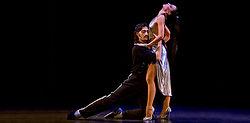 http://www.biobiochile.cl/noticias/2013/04/28/forever-tango-muestra-su-jerarquia-en-el-teatro-municipal-de-las-condes.shtml