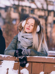 Top 3 winter mumstyle hacks to improve posture. (PS it may involve some shopping!)