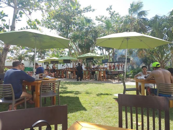 lunch_près_piscine.jpg