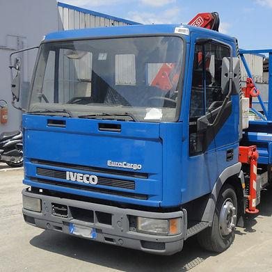 Iveco Eurocargo 180e18 con gru F50