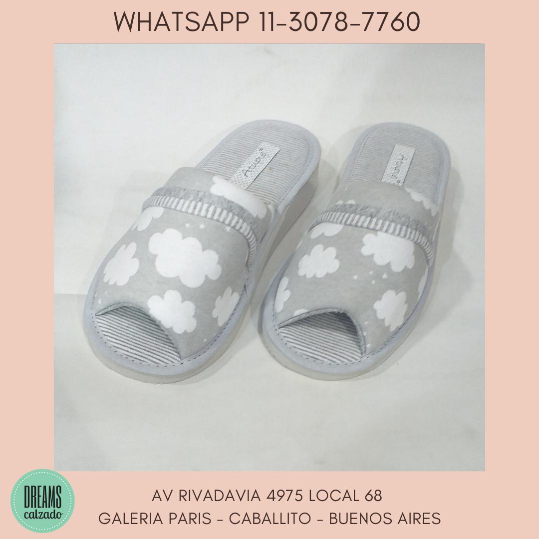 Pantuflas chinelas para mujer Atupie punta abierta nubes gris Dreams Calzado Caballito Av Rivadavia