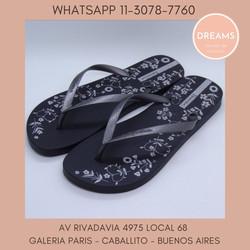 Ojotas Ipanema para mujer estampadas negro plateado Dreams Calzado Caballito Av Rivadavia 4975 local