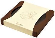 Коробка конструкции дно-обечайка или дно-шубер, с широким глубоким дном из темно-коричневой дизайнерской бумаги и обечайкой (шубером) из бежевой дизайнерской бумаги с нанесением логотипа методом тиснения золотой фольгой. Коробка выполнена на заказ по разработанному дизайну в типографии полного цикла BTL print