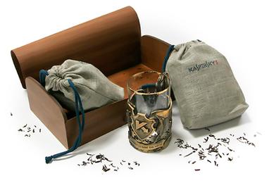 Набор из чая и чашки в деревянной коробке с логотипом