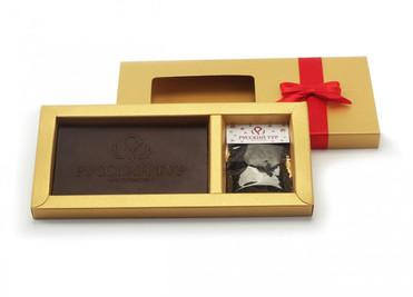 Коробки из золотой дизайнерской бумаги с логотипом и аталасной лентой