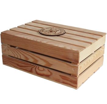 Деревянный ящик с логотипом компании