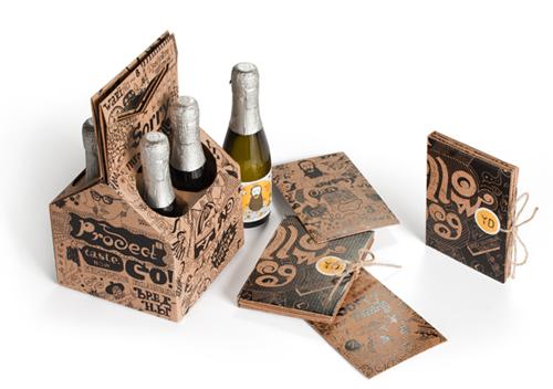 Коробка с алкогольным подарком с шоколадом в упаковке и открытками