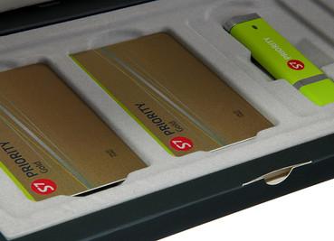 набор пластиковая карта и флешка с логотипом на заказ