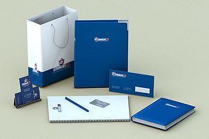 Имиджевая корпоративная полиграфия в сине-белом фирменном стиле, напечатанная по индивидуальному дизайну в типографии полного цикла BTL print – бумажный пакет, бумажная твердая картонная папка с логотипом, ежедневник с логотипом, планинг, ручка с логотипом и фирменный конверт