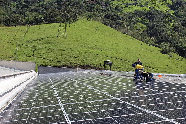 sistrma de energia solar empresa plasticos girardota antioquia