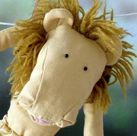Sabine Rufener Illustration Kinderbuch Textil Stofftier Unikat Löwe