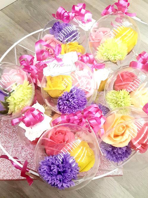Boule plexi avec 3 fleurs de savon assorties