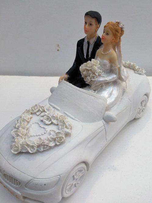 Couple mariés voiture