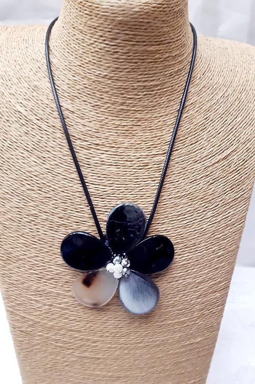 Collier fleur nacre