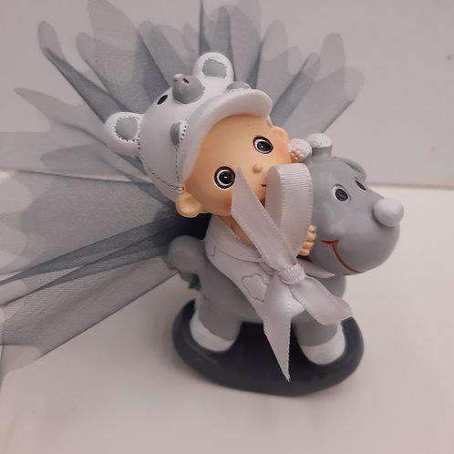 Bébé gris sur chien