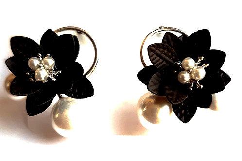 Boucles d'oreilles fleurs noires et perles