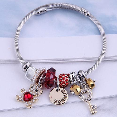 Bracelet rigide breloques ourson rouge