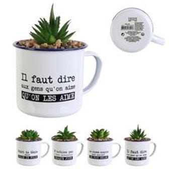 Plante artificielle dans mug