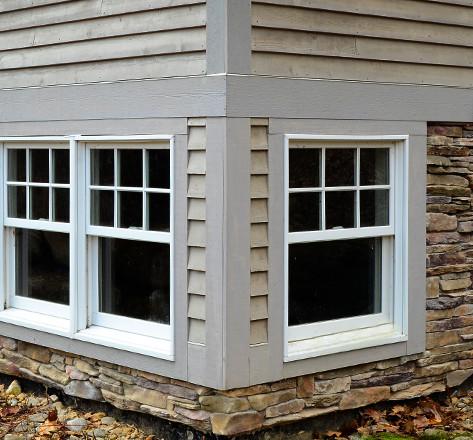 Corner windows in stone foundation