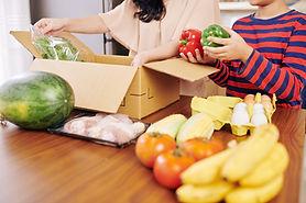 unpacking-box-of-groceries-T872CFC.jpg