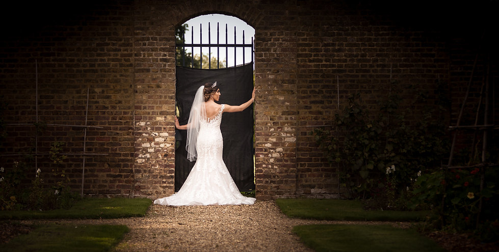Bridal portraits in grounds of Chiswick House