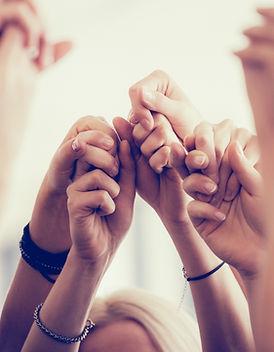 Frauen-Holding-Hände