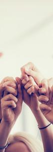 Donne Darsi la mano