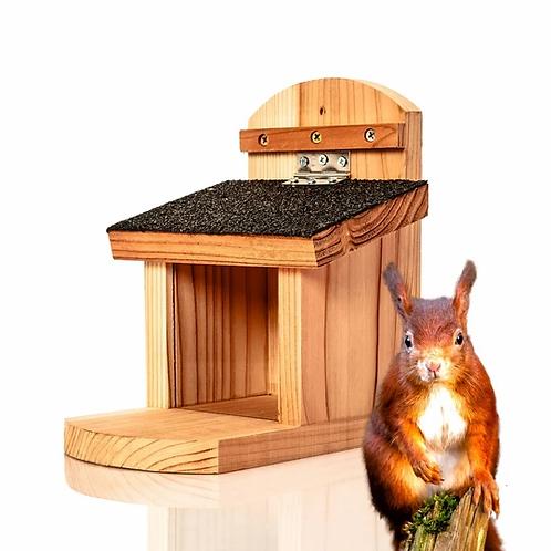 Robuste Eichhörchen-Futterstelle aus Naturholz für den Garten
