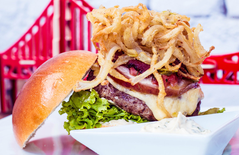 Hamburger at Castro Burger