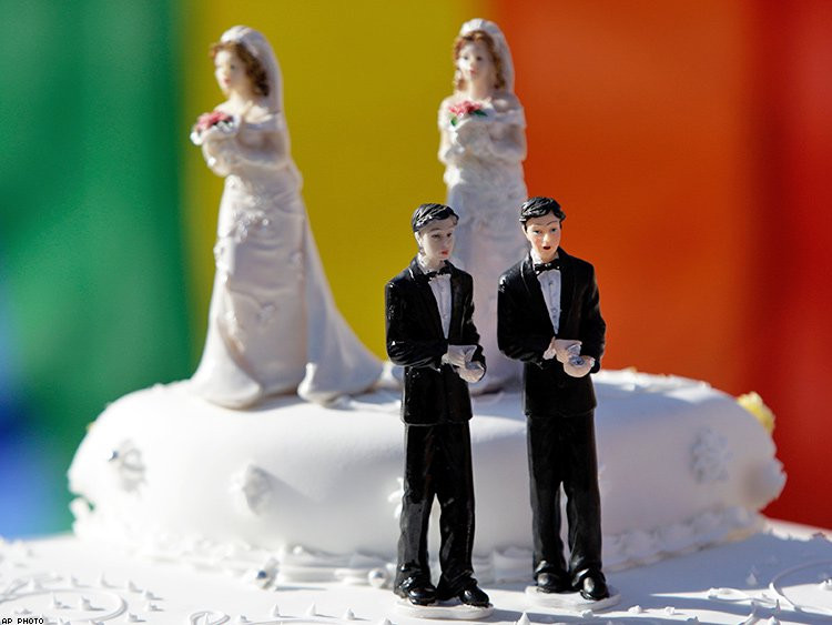 Wedding cake with brides and grooms