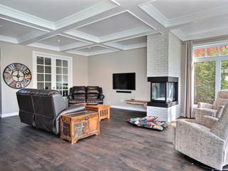 Nouveau salon avec foyer grâce à un agrandissement