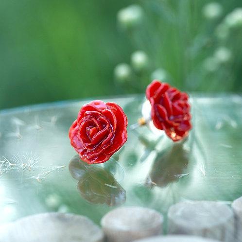 עגילים ורדים קטנים