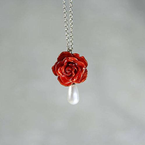 שרשרת כסף עם פרח ורד אמיתי ופנינה סברובסקי