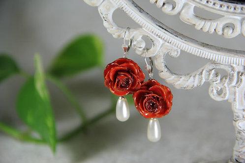 עגילים פרחי ורד עם פנינה סברובסקי