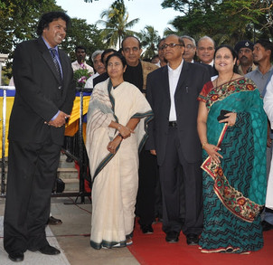 Manoj Srivastava, CEO, ESG with Mamata Banerjee, Goa CM Digamber Kamat and Asha Kamat on the red carpet at the 41st IFFI 2010, Goa organised by DFF in association with ESG.JPG