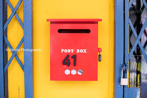 SG Streets_The red mailbox