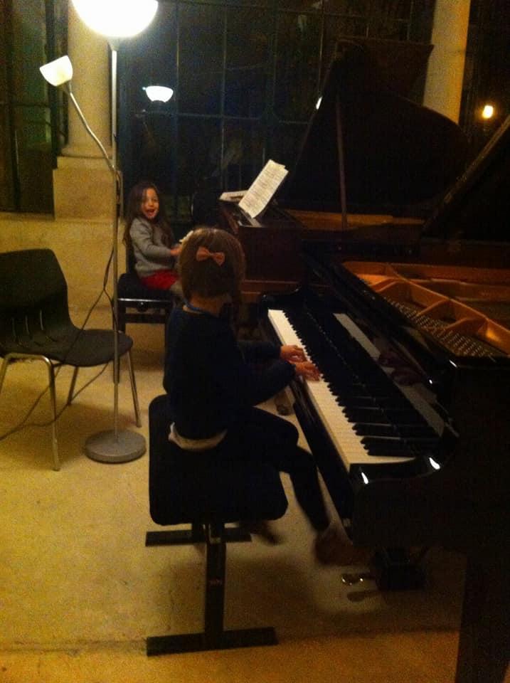 Les enfants à deux pianos!