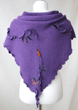 Foulard mauve avec motif de feuilles