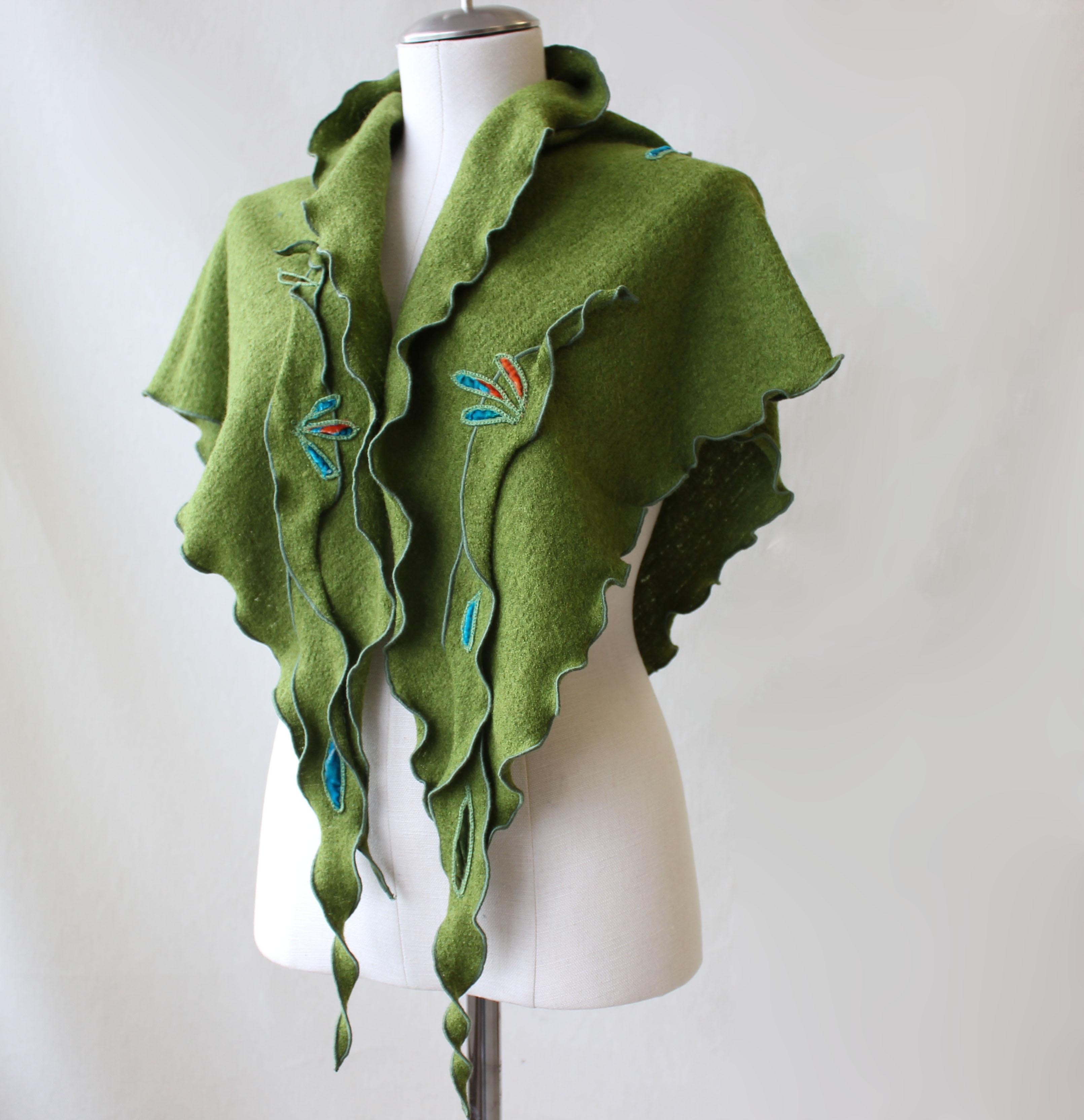 Foulard vert avec motifs de feuilles