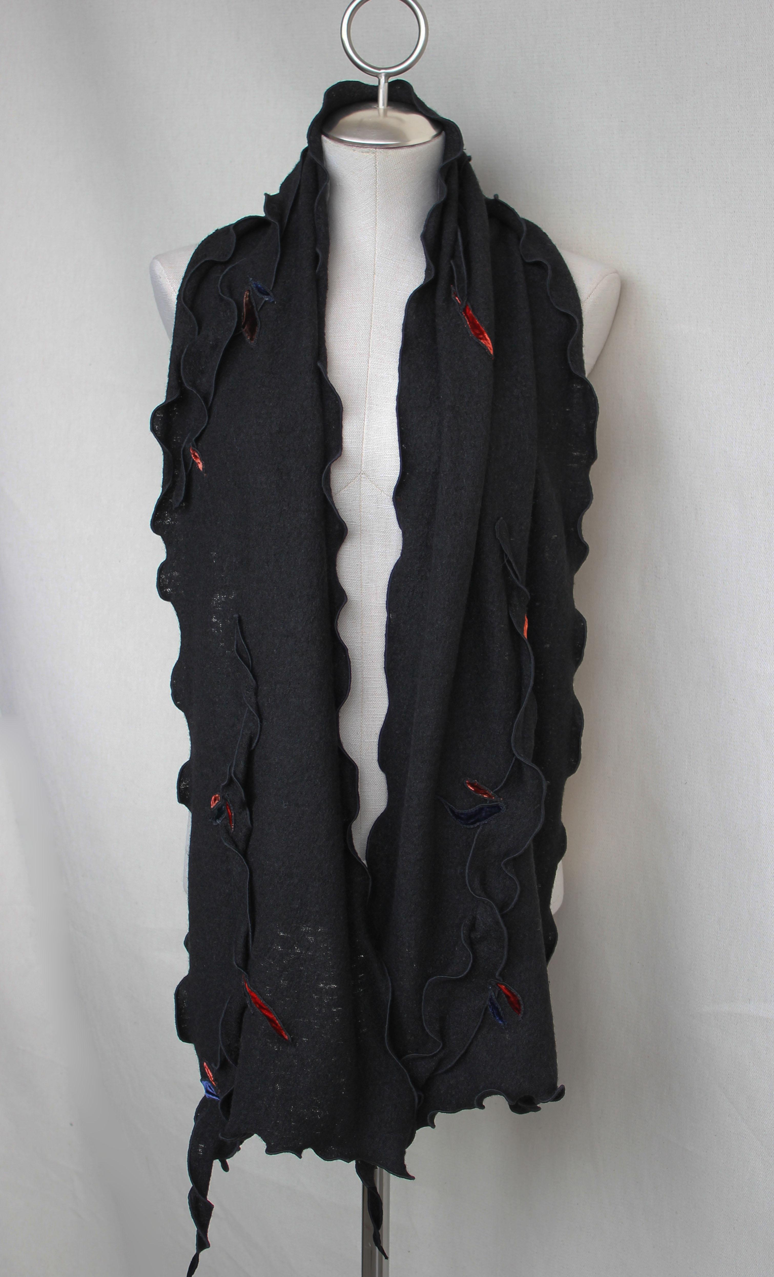 Châle noir avec liséré