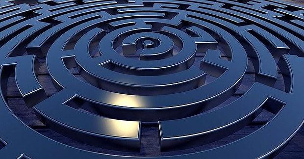 labyrinth-2037286_640.jpg