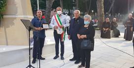 """Vico, piazza e monumento ai """"caduti della pace"""""""
