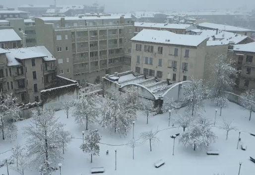 Auguri da Milano, con la prima neve!