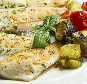 Filé_de_peixes_com_legumes.jpeg