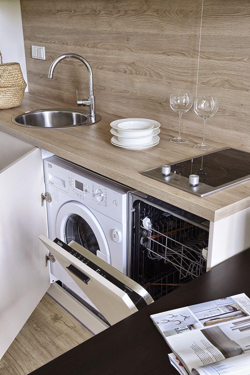 Aneks kuchenny z pralką.