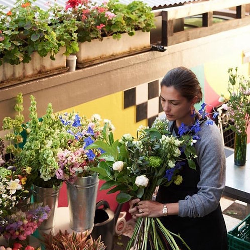 Kaye mit Blumen Atelier A