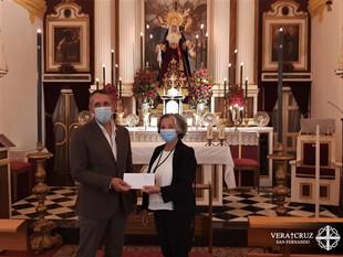 La Hermandad hizo entrega a Cáritas Parroquial de los donativos para material escolar