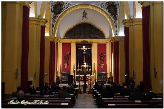 El Vía-Crucis de las Hermandades se rezó entorno a la reliquia del Santo Lignum Crucis