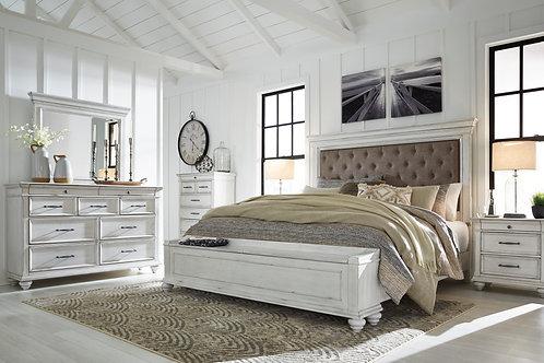 Kanwyn Vintage White Upholstered Storage Bedroom Set